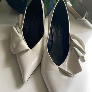 Zara Woman White Leather Shoes.